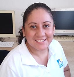 Claudia Vázquez - Responsable de Educación Media y Media Superior Texán de Palomeque - legorretahernandez.com